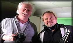 Rolf med kamera och Micke med gitarr